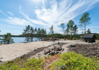 friområde oftenes med sandvolleyballbane og grillplasser